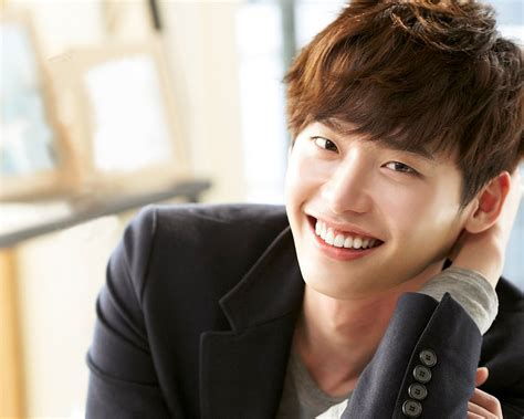 Lee jong suk Family - Parents, Wife, Bio, Wiki, Networth