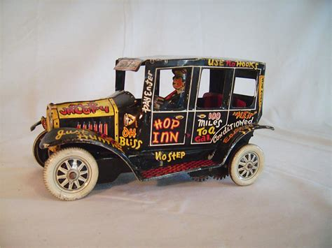 1940s Louis Marx Toys 'Old Jalopy' tin lithographic wind